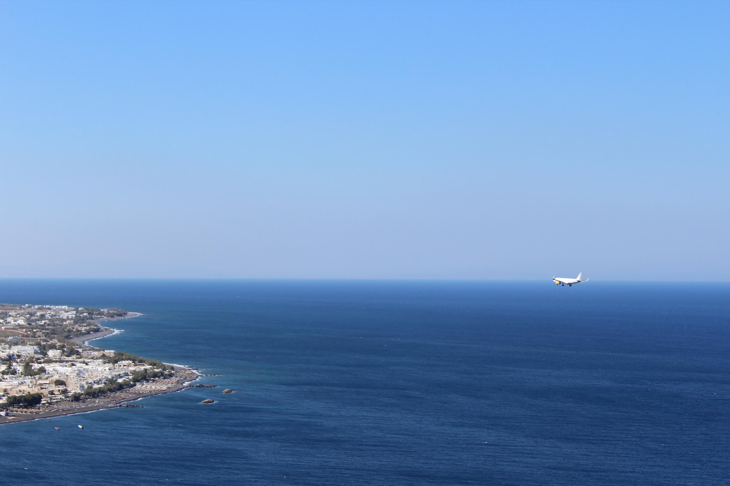 Plane landing Askitaria